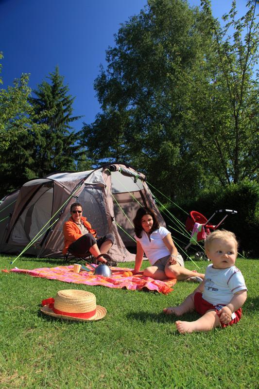 Emplacement Premium pour tente camping Castel 5 étoiles en Vendée