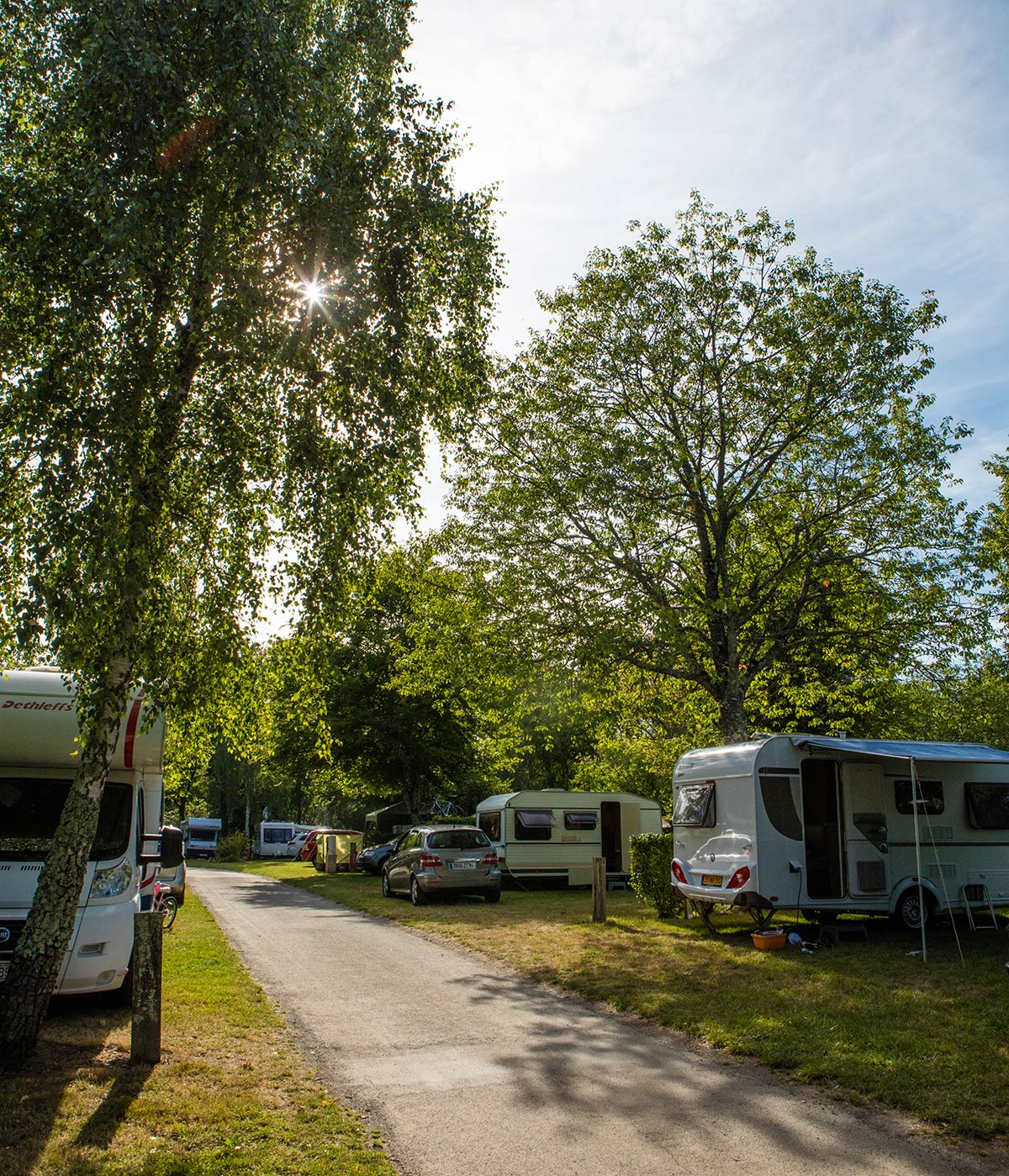 allée caravane camping Castel 5 étoiles en Vendée
