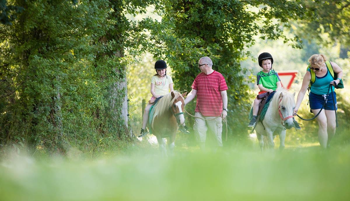 balade à poneys camping Castel 5 étoiles en Vendée