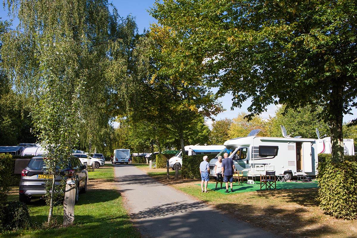 allées du camping Castel 5 étoiles en Vendée