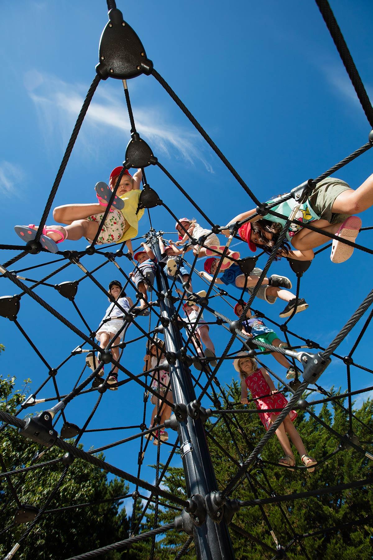 aire de jeux enfants camping Castel 5 étoiles en Vendée