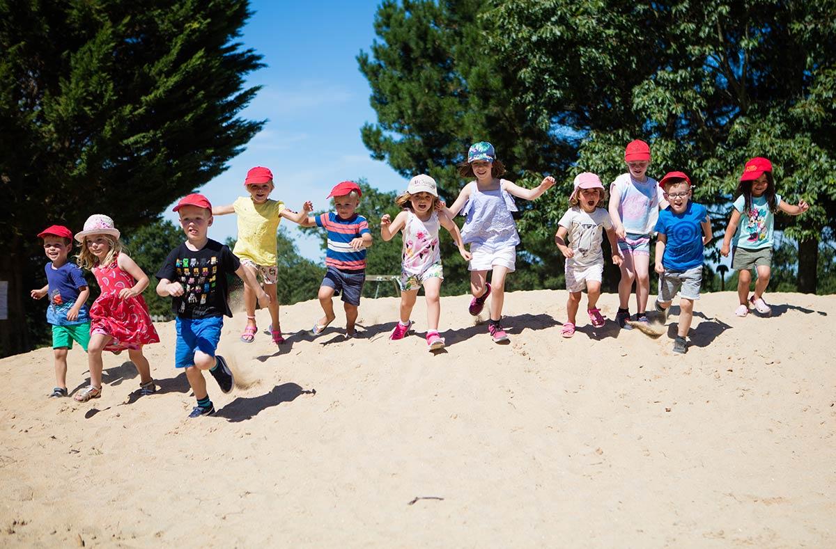 enfants du club camping Castel 5 étoiles en Vendée