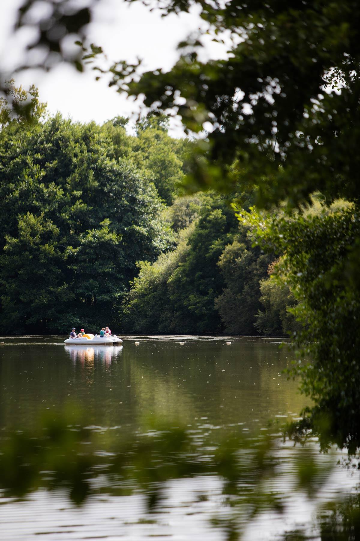 jeux étang camping Castel 5 étoiles en Vendée