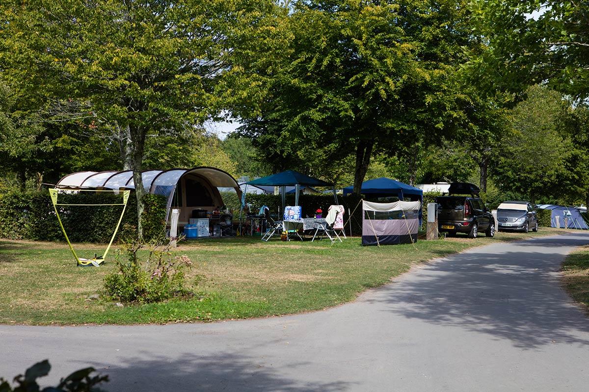 allée tentes camping Castel 5 étoiles en Vendée