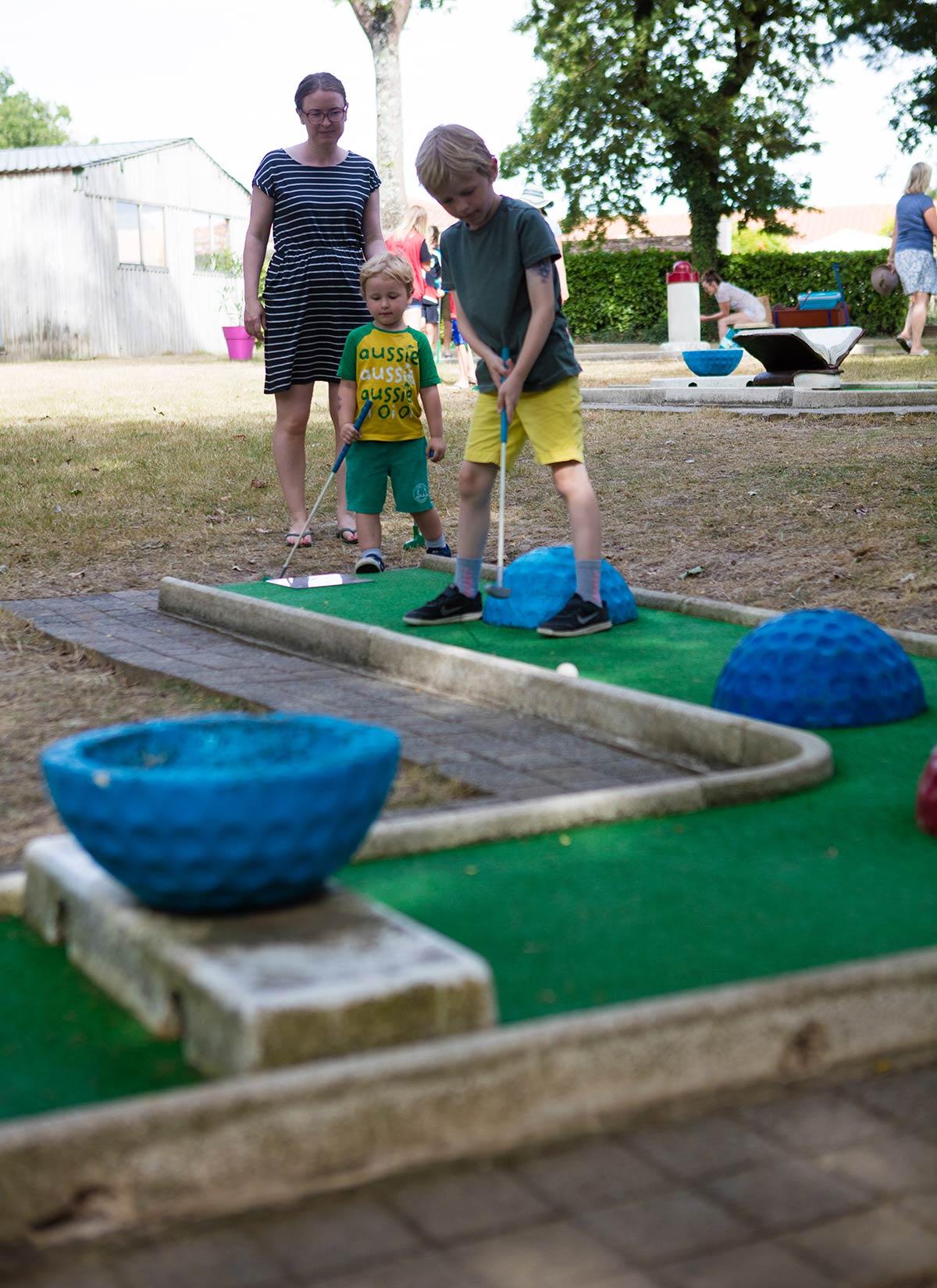 mini-golf camping Castel 5 étoiles en Vendée
