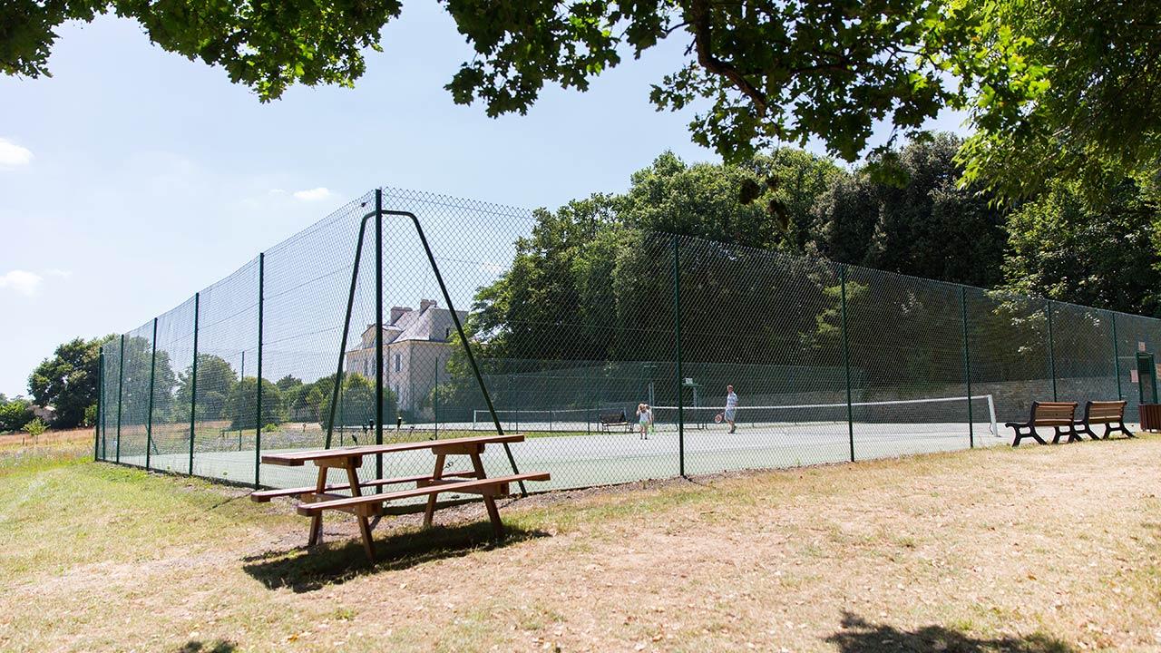le terrain de tennis camping Castel 5 étoiles en Vendée