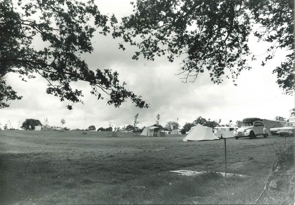 premières tentes au camping