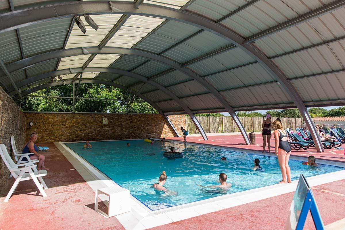 Camping vend e piscine couverte chauff e toboggans aquatiques - Camping roscoff avec piscine couverte ...