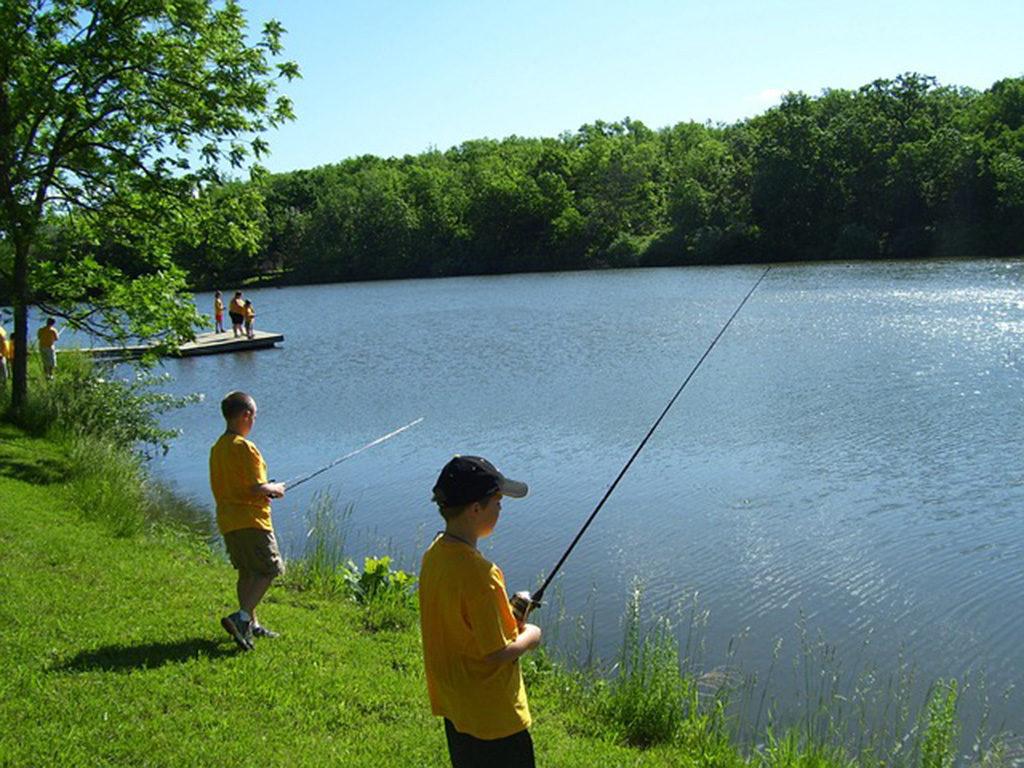 Camping avec 4 étangs de pêche