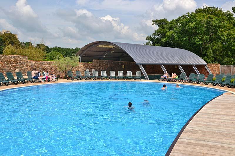 Vue de la piscine couverte